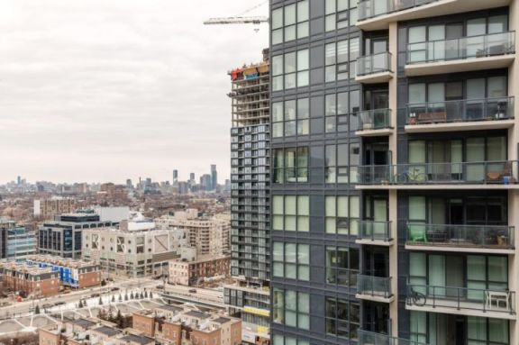 加拿大房屋销售因病毒爆发下降 30%