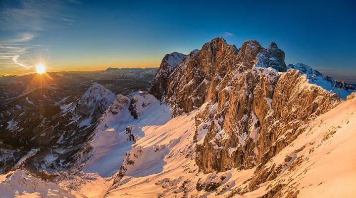 奥地利阿尔卑斯山:雪山脚下的度假山庄