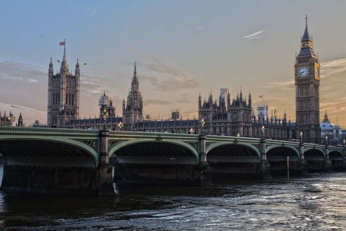 英国在反弹后调整住房算法