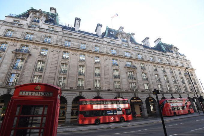 伦敦著名的丽兹酒店以低于 8 亿英镑的价格售出