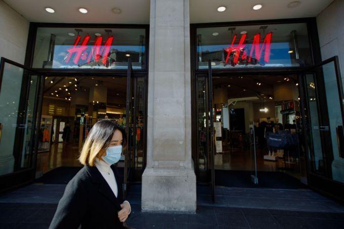 随着病毒造成大部分商场关闭,欧洲地产巨头们开始寻求新的出路
