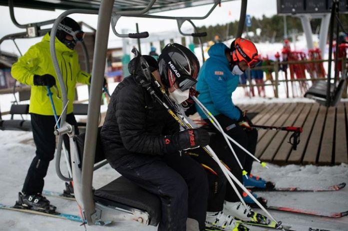 西班牙加泰罗尼亚的滑雪场在疫情期间依然开放