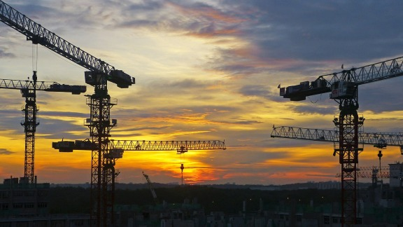 一月份美国建筑许可激增至 13 年高点