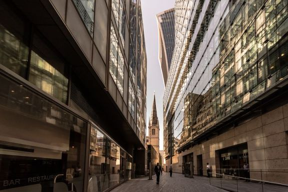 英国石油公司称将把伦敦总部卖给香港百货公司