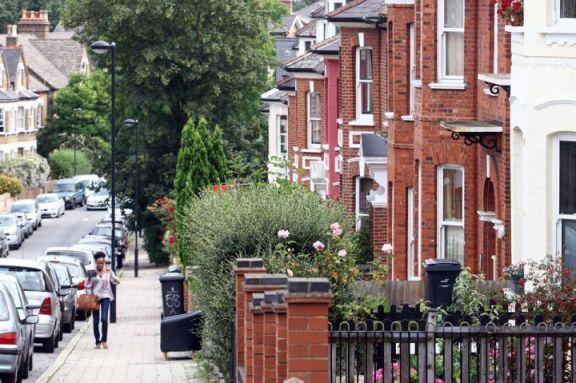 英国房价在减税、低利率刺激下的购房热潮中再创新高