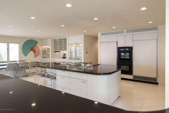 奥斯卡奖得主、美国著名演员乔·佩西在泽西海岸的豪宅以 650 万美元出售