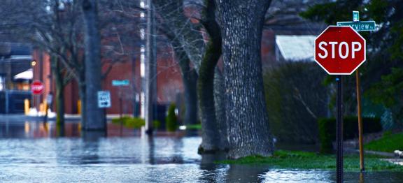 飓风在路易斯安那州和德克萨斯州造成了 10 亿美元的财产损失