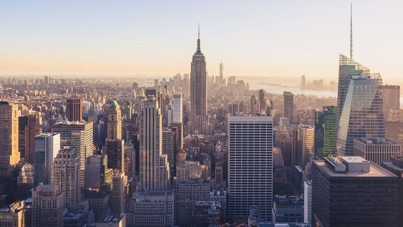 2019 年上半年,美国小型多户房产销量占住宅总销量的 37%