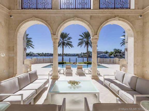 美国土豪:花 2500 万美元盖房,300 万美元贴砖