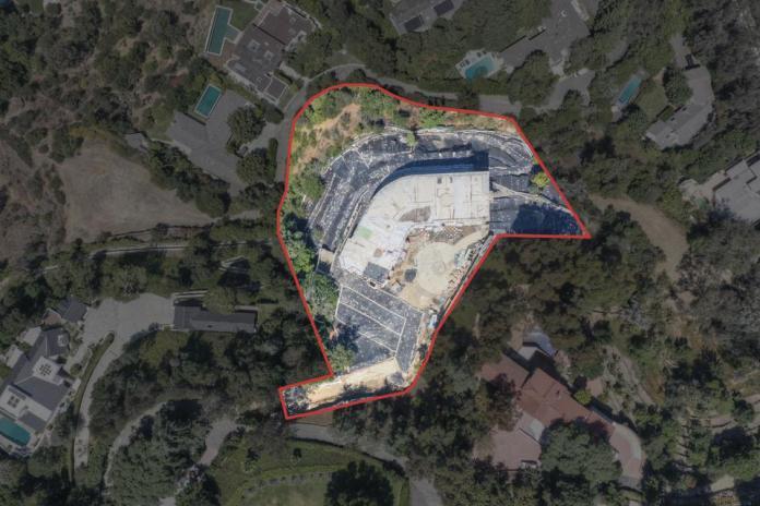 穆罕默德·哈迪德的贝莱尔豪宅作为开发用地上市,报价 850 万美元