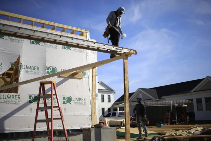 随着利率和木材价格上涨,美国房屋建筑商信心下降