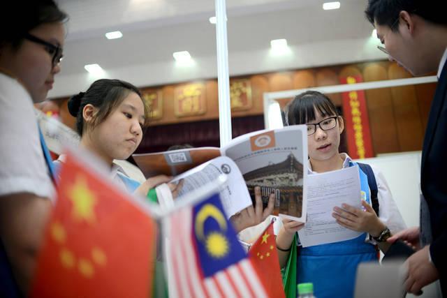 梁静茹、颜如晶都是马来西亚人,为什么中文说得这么好?