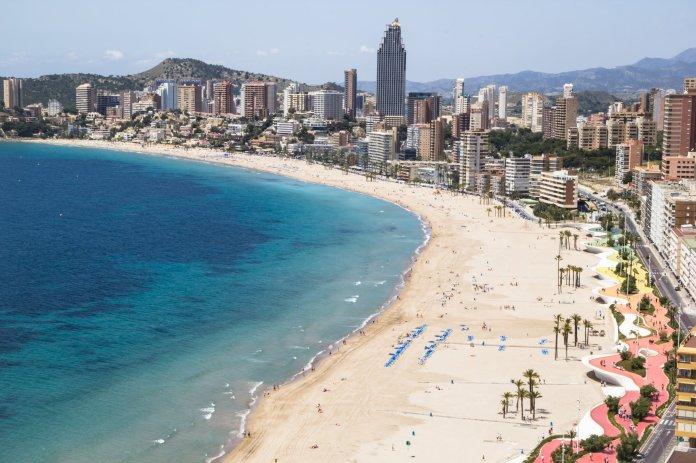 西班牙南科斯塔布兰卡:拥有可与三亚媲美的海岸,房价却不及三亚的三分之一