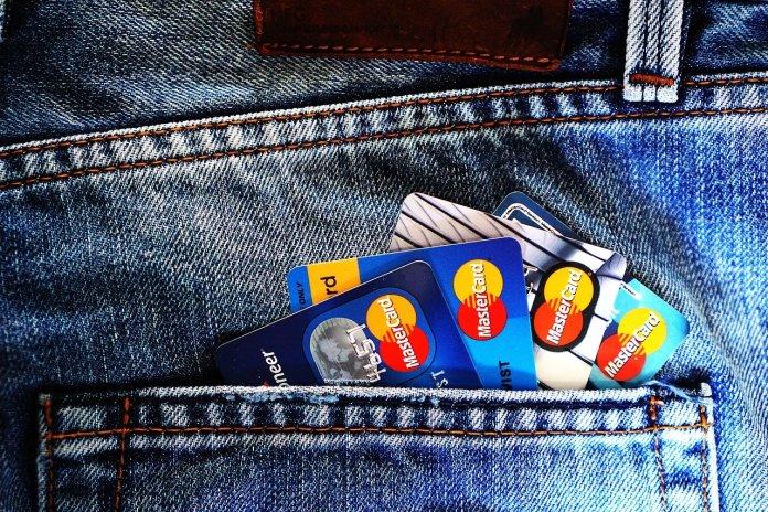 随着宽容期的结束,美国银行对抵押借款人保持警惕